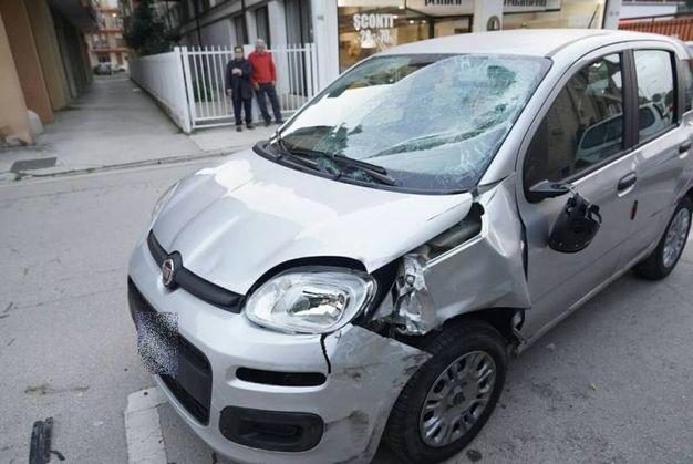 L'auto dopo l'investimento (foto Zeppilli)