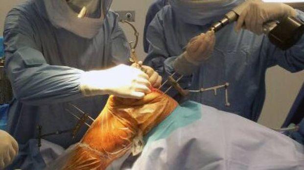 Un intervento chirurgico (foto d'archivio)