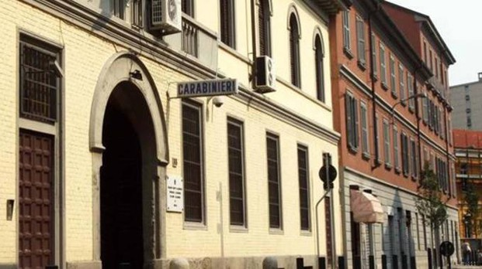 L'ingresso della caserma dei Carabinieri in via Volturno  a Monza (Rossi)