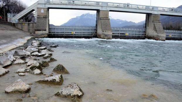 Il lago molto basso alla diga di Olginate (Cardini)