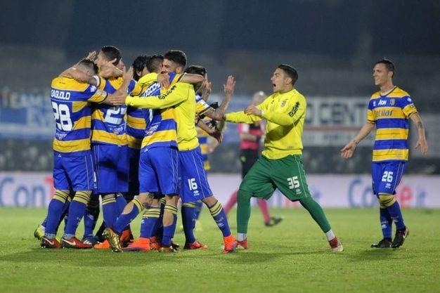 La gioia del Parma (LaPresse)
