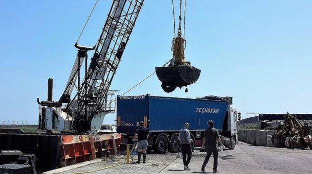 PRECEDENTE Nel 2015 i fanghi raccolti furono caricati su un camion per essere poi trasportati in discarica