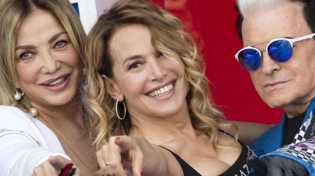 Barbara D'Urso con gli opinionisti GF Simona  Izzo e Malgioglio (Ansa)