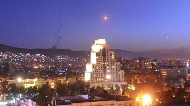 Missili su Damasco in una foto del 14 aprile 2018 (Ansa)