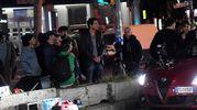 Tanti curiosi durante le riprese (foto Schicchi)