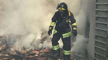 I vigili del fuoco in via Emilia Ovest