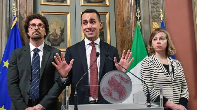 Danilo Toninelli, Luigi Di Maio e Giulia Grillon (Ansa)