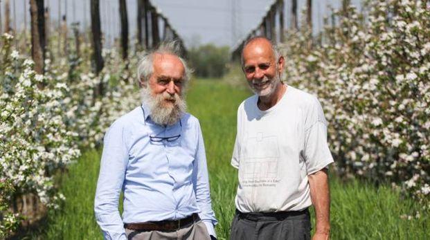 Sergio Pellizzoni e Fabio Ziller nel frutteto