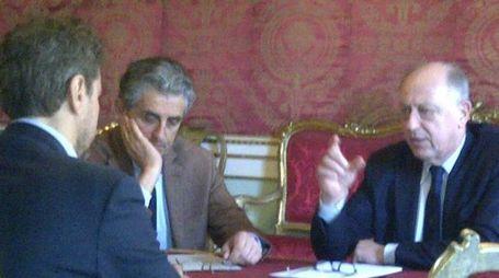 Tambellini  e il vicesindaco  Lemucchi  con (di spalle) Mario Pardini