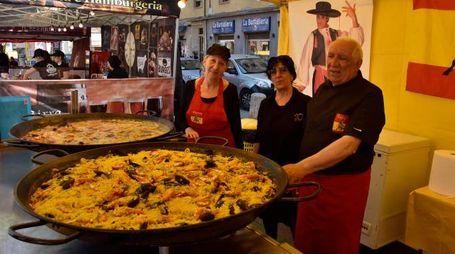 Street food in piazza XX (Foto Novi)