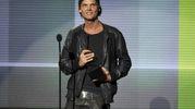 Il premio all'American Music Awards del 2013 (Ansa)