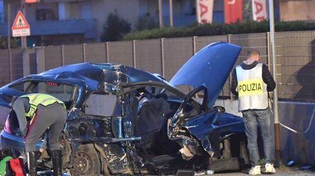 Tragico incidente a Marina di Carrara, muoiono quattro giovani (foto Delia)