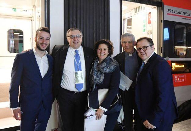 Nel gruppo della partenza anche Andrea Babbi e monsignor Stefano Ottani (foto Schicchi)