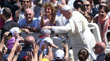 Papa Francesco in mezzo ai pellegrini giunti da Bologna e Cesena