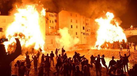 I pagliai in fiamme a Rocca San Casciano (foto Fantini)