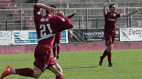 Fano, Rolfini esulta dopo un suo gol