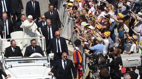 Papa Francesco tra i fedeli