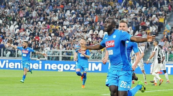 Koulibaly esulta dopo l'1-0 alla Juve (Ansa)
