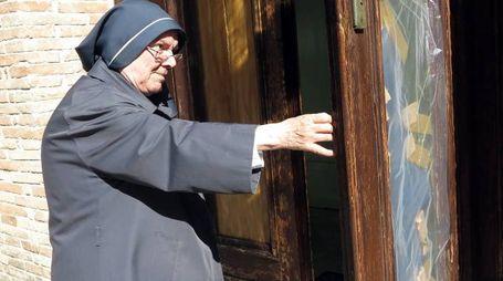 Tre diversi episodi di danneggiamenti alla porta e alla statua della chiesa di San Bernardino