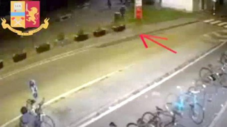Un frame del video dell'aggressione in stazione