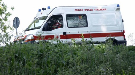 L'autoambulanza (foto archivio Businesspress)