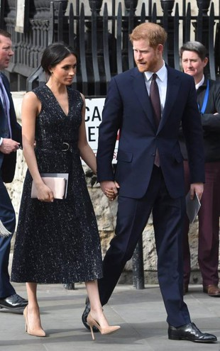 Meghan Markle e il principe Harry allo Stephen Lawrence memorial (Ansa)