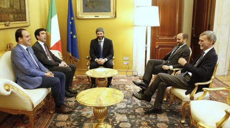 La delegazione del Pd a colloquio con Roberto Fico (ImagoE)