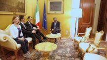 Giulia Grillo, Danilo Toninelli e Luigi Di Maio, ricevuti da Roberto Fico (Ansa)