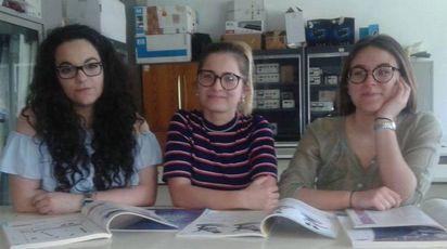 Le studentesse dell'Itc Carrara