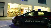 I carabinieri di Civitanova davanti alla palestra Exe Fit di via Einaudi, dove  l'altra sera Agnese Brachetti è stata colta da un malore (foto De Marco)