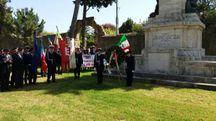 Al monumento ai Caduti di tutte le guerra in viale Buozzi