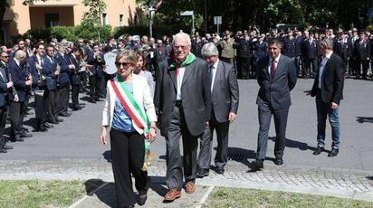 Bruno Solaroli e il commissario Adriana Cogode alle celebrazioni del 25 aprile