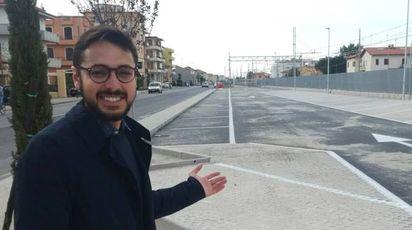 ll sindaco di Marotta Nicola Barbieri indica il nuovo parcheggio