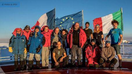 Tecnici e ricercatori con il cuoco Marco Smerilli
