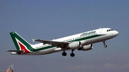 Alitalia, prorogati i termini per il salvataggio (Ansa)