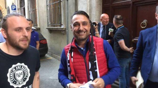 Lorenzo Grassini (con il giubbotto rosso)