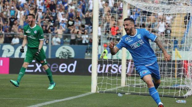 L'esultanza di Caputo dopo il gol dell'1-0
