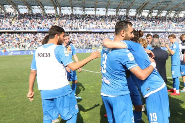 L'Empoli torna in A, la festa in campo dopo la gara con il Novara (Tommaso Gasperini/Germogli)