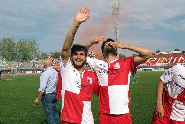 I giocatori ringraziano (foto Petrangeli)