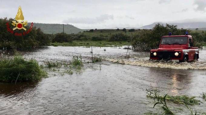 Meteo, nubifragi in Sardegna, esondazioni in provincia di Nuoro (Ansa, Vigili del Fuoco)
