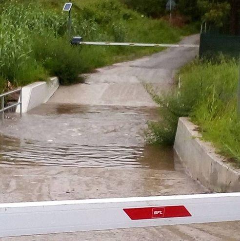 Un canale in piena ad Alghero a causa del maltempo (Ansa)
