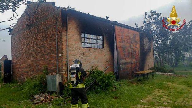 Il capannone che ha preso fuoco