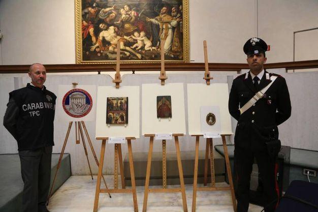 I tre quadri ritrovati dai Carabinieri del Nucleo Tutela Beni Culturali (Foto Schicchi)