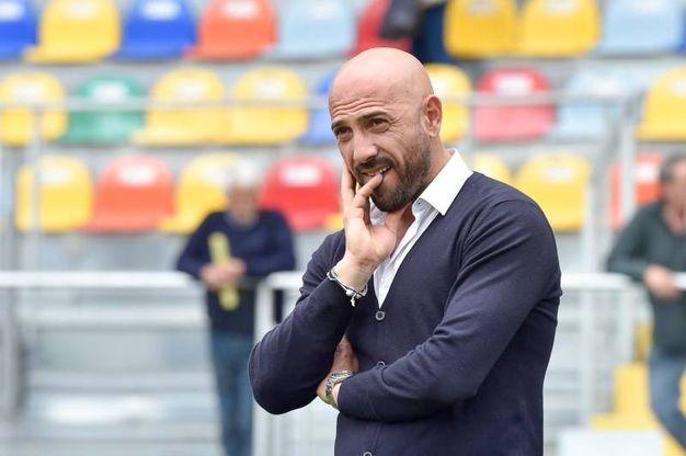 Mister Calabro allo stadio Benito Stripe di Frosinone (foto LaPresse)