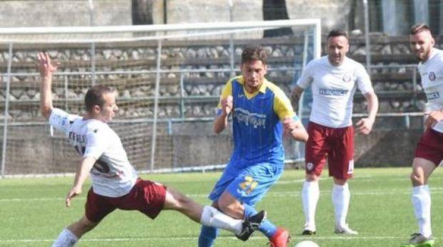Carrarese-Arezzo, un'azione della partita (Delia)