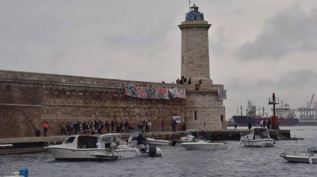Protesta al Molo Novo (Foto Novi)