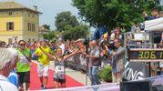 L'arrivo della vincitrice femminile della maratona. La trentina Simonetta Menestrina (foto Sandro Franceschetti)
