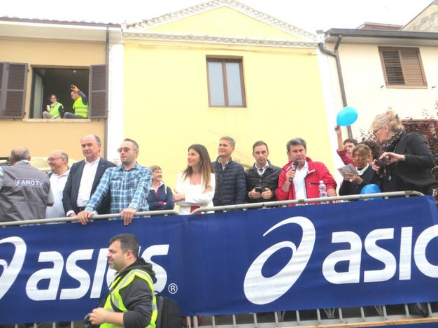Il palco autorità alla partenza della ColleMar-athon (foto Sandro Franceschetti)