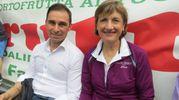 Il sindaco di Terre Roveresche Antonio Sebastianelli con la madrina della ColleMar-athon Laura Fogli (foto Sandro Franceschetti)
