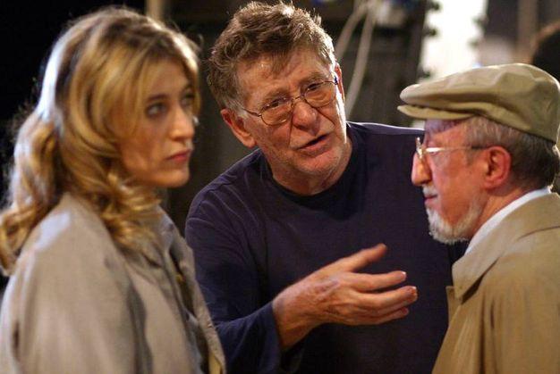 Con Valeria Bruni Tedeschi e Carlo Delle Piane sul set del film 'Ticket' (Ansa)